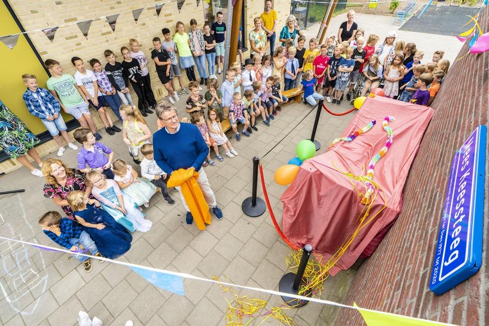 Bij zijn afscheid, deze vrijdag, kreeg directeur Kees Hagenaars een eigen steeg op basisschool Ter Does in Hoogmade.