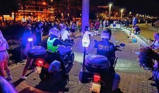 Verdachten fatale mishandeling Mallorca zoeken deal over overgave. Carlo (27) kwam om het leven