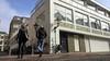 Leidse bezwaarcommissie roept bewoners Langebrug op toch naar zitting over omstreden restaurant te komen